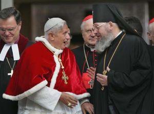 Benedykt XVI i przedstawiciele innych wyznań chrześcijańskich podczas spotkania ekumenicznego w Polsce, maj 2006 r.
