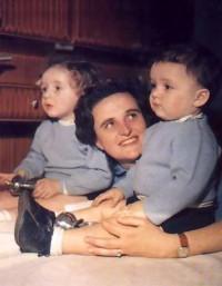 Święta Joanna Beretta Molla z dwójką swoich dzieci