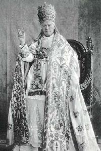 Święty Pius X w ówczesnym uroczystym stroju papieskim