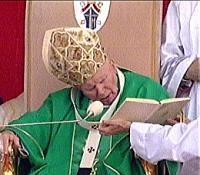 Św. Jan Paweł II podczas beatyfikacji Jana Beyzyma SJ, Kraków-Błonia, 18 sierpnia 2002 r.